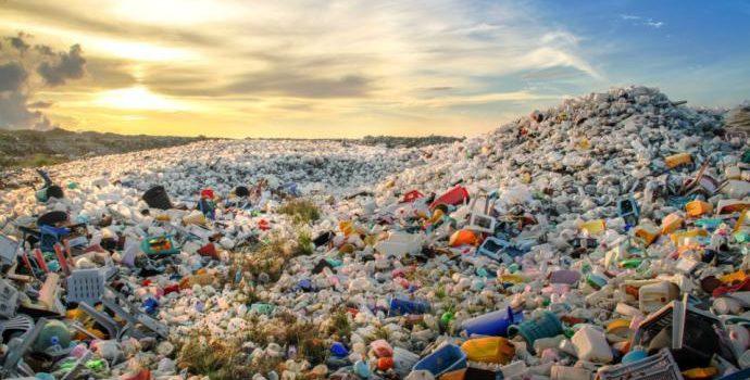Centrodestra fa muro contro la riforma della governance dei rifiuti. Con la complicità di una maggioranza Pd arrendevole. Tempi lunghi per l'attuazione della riforma