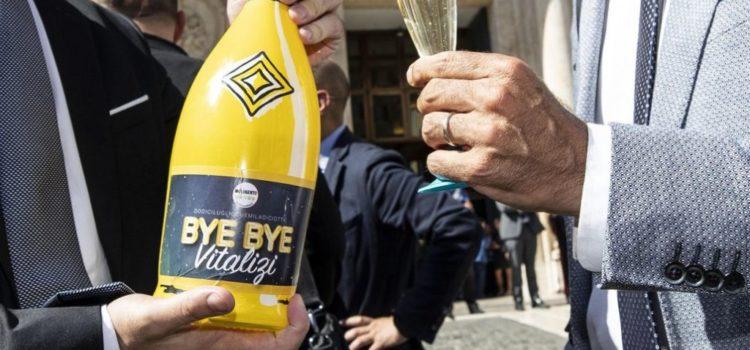 Taglio vitalizi, storica vittoria del M5S dopo la difesa ad oltranza di questi privilegi da parte di Chiamparino e Centrodestra